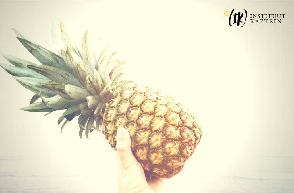 Ananas [Annênês] OR Ananas [Ennenes]?
